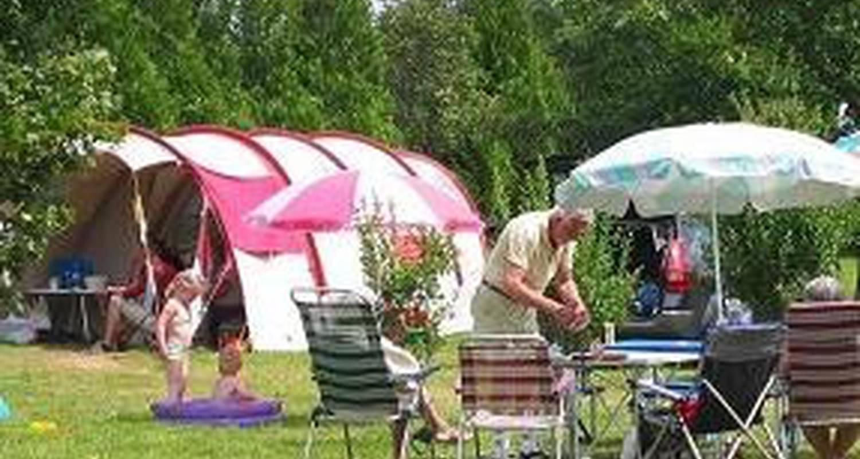 Emplacements de camping: camping des alouettes à cognac-la-forêt (111326)