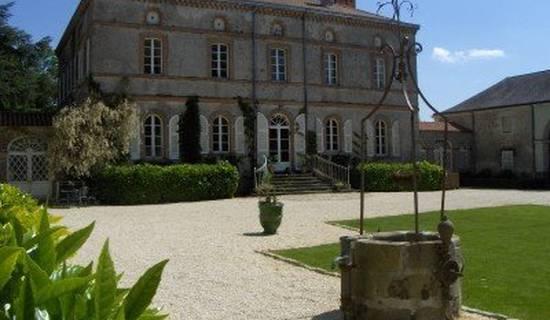 Château de l'Oiselinière picture