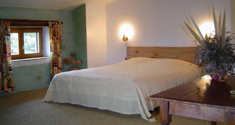 Chambre d'hôtes: ferme de la cartara à colombier-le-jeune (111623)