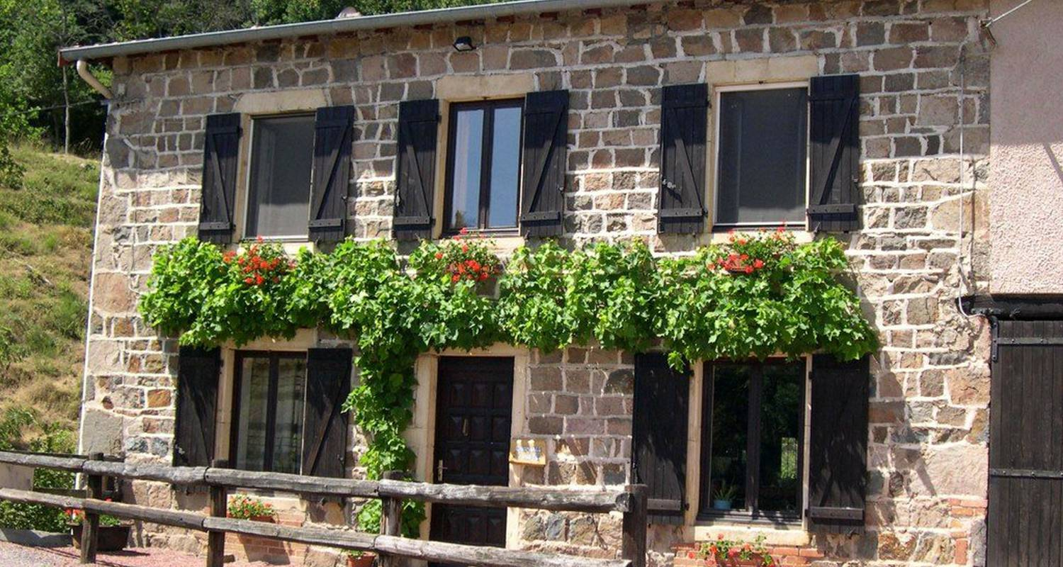 Bed & breakfast: chambres d'hotes des 3 pon in bully (112355)