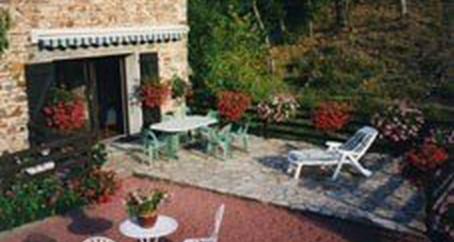 Bed & breakfast: chambres d'hotes des 3 pon in bully (112357)