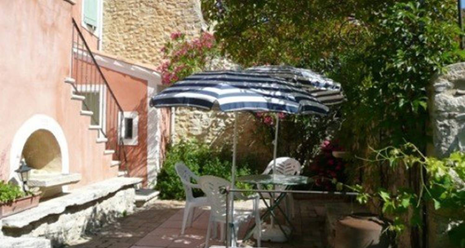 Furnished accommodation: petite maison de charme  in nyons (112505)