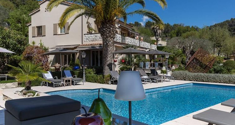 villa c dria b b la colle sur loup 26943. Black Bedroom Furniture Sets. Home Design Ideas