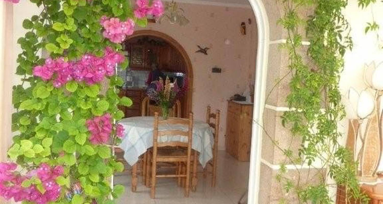 Bed & breakfast: la chambre allée des roses in ploulec'h (114228)