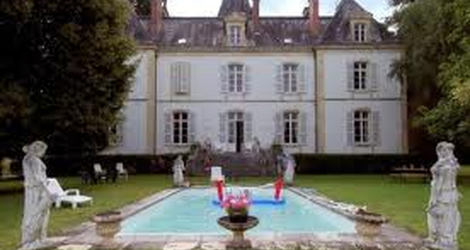 Bed & breakfast: chateau champigny in maillet (115057)