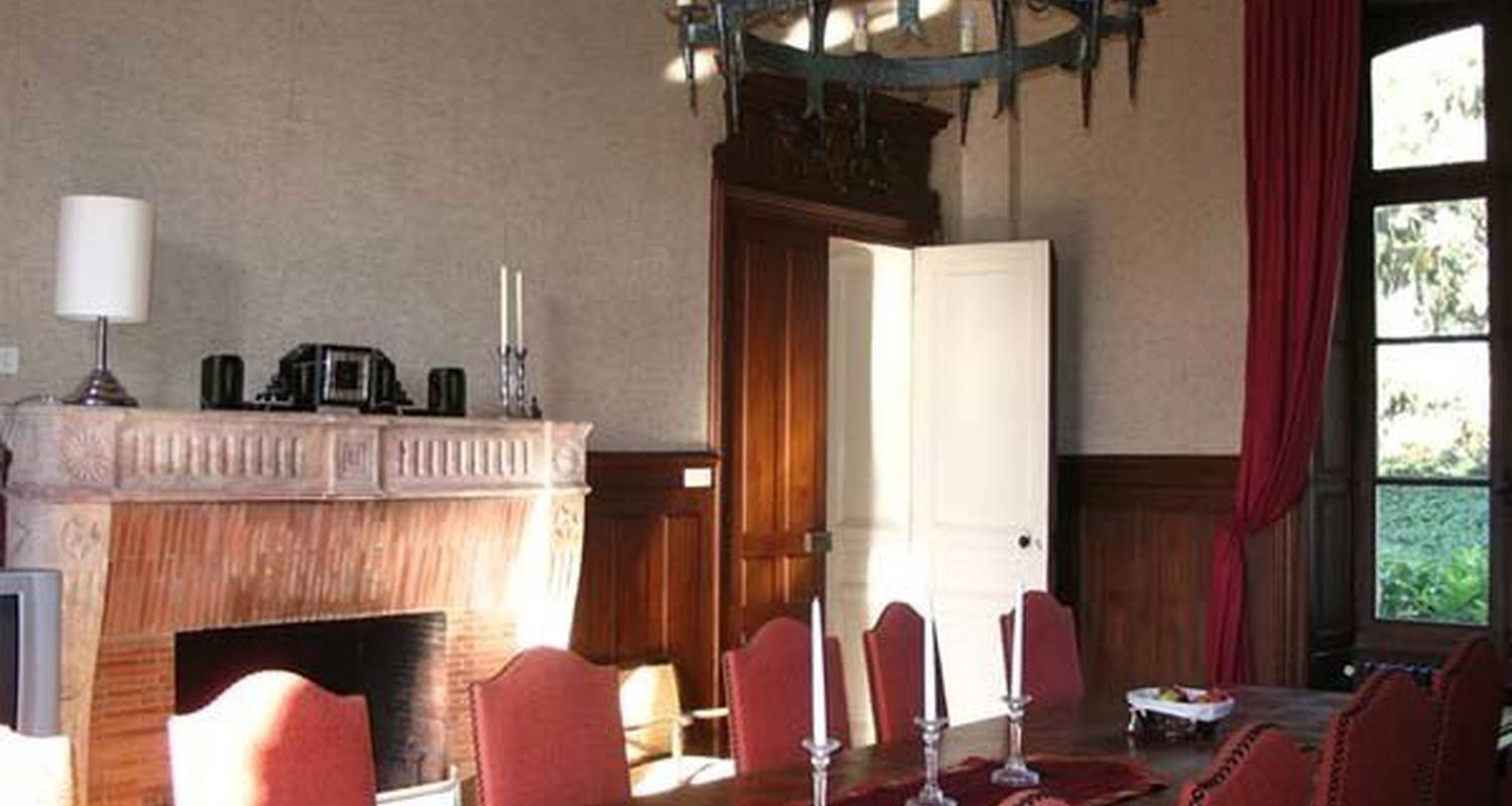 Bed & breakfast: chateau champigny in maillet (115058)