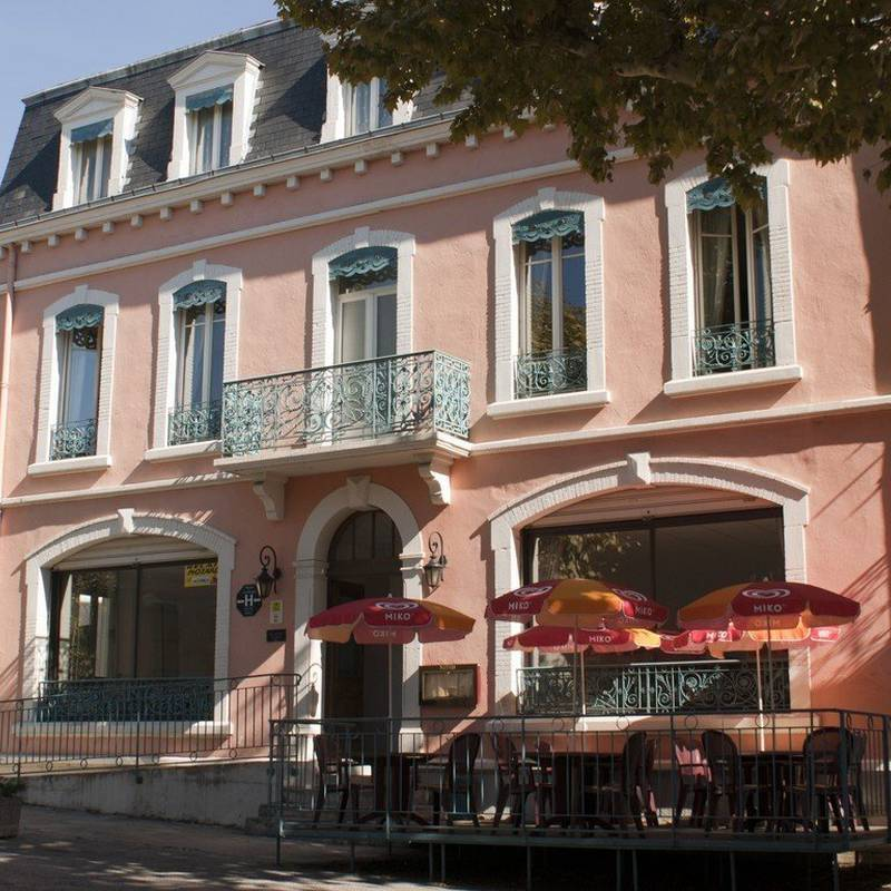 hotels essay france Essay is an inviting destination that has something for everyone essay might not have many attractions within the city, but you won't need to venture far to find places to visit like sees cathedral whether traveling for business or leisure, essay can accommodate you there are essay accommodations.