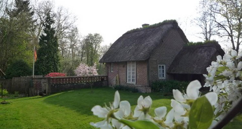 Bed & breakfast: la maison du jardin in doudeauville-en-vexin (115345)