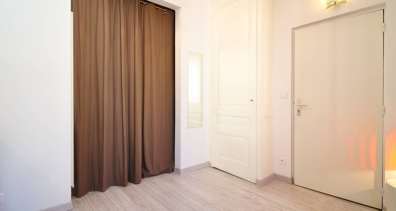 Furnished accommodation: le decor in lyon (124979)