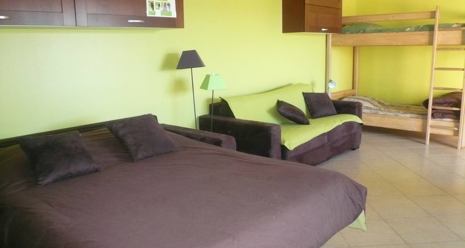 Furnished accommodation: studio chocolat pistache in vaux-en-beaujolais (117499)