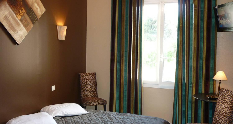 Grand hotel des bains sanary sur mer 28113 for Hotel des bain