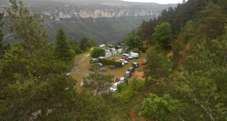 Emplacements de camping: aux portes du sauveterre à saint-rome-de-dolan (119052)