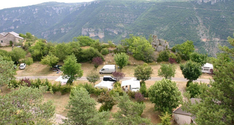Emplacements de camping: aux portes du sauveterre à saint-rome-de-dolan (119053)