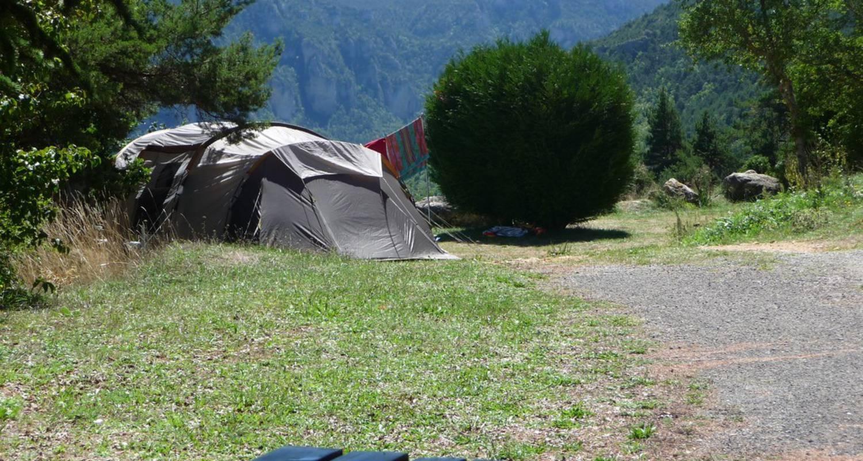 Emplacements de camping: aux portes du sauveterre à saint-rome-de-dolan (119055)