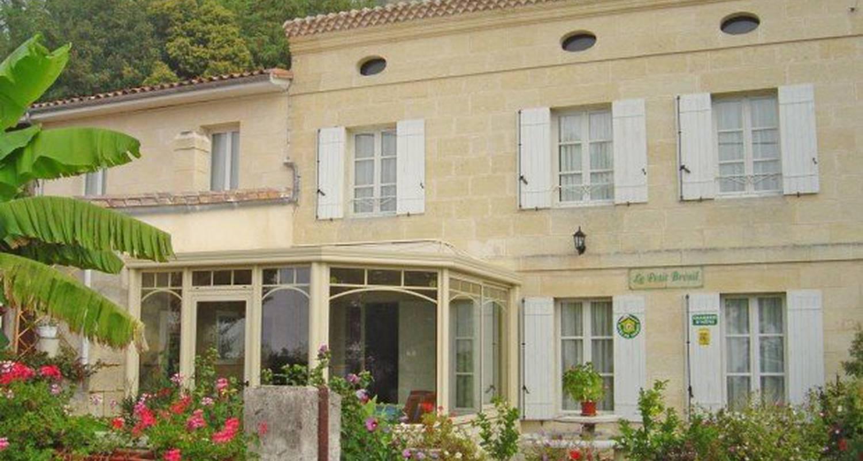 Chambre d'hôtes: le petit bresil   à saint-seurin-de-bourg (119437)