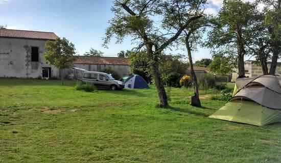 Camping à la ferme BEGAUD et filles picture