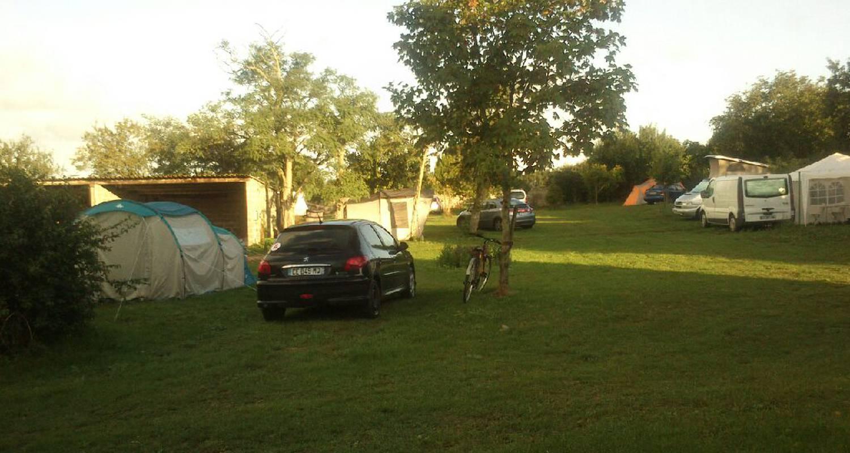 Camping pitches: camping à la ferme begaud et filles in saint-laurent-de-la-prée (120016)