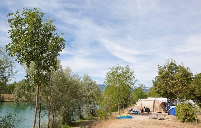 Emplacements tente et caravane au camping du Lac Bleu  - Drôme