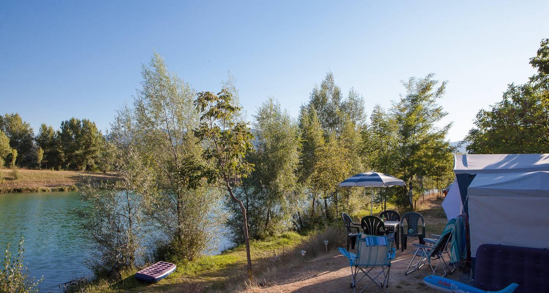 Emplacements de camping: tente et caravane au camping du lac bleu à châtillon-en-diois (120706)