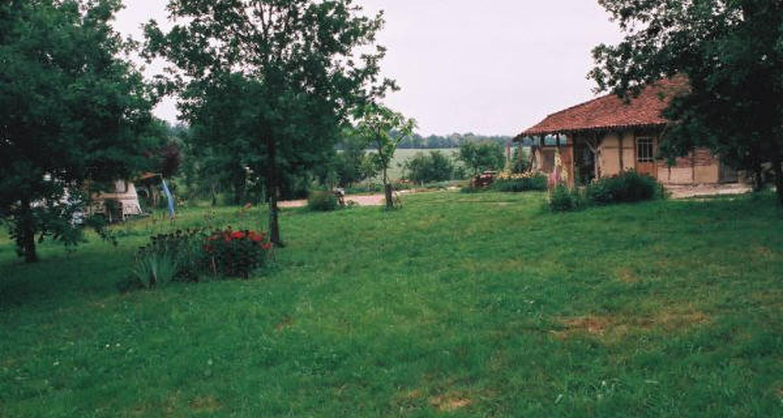 Emplacements de camping: la ferme des maziers à varennes-saint-sauveur (121262)