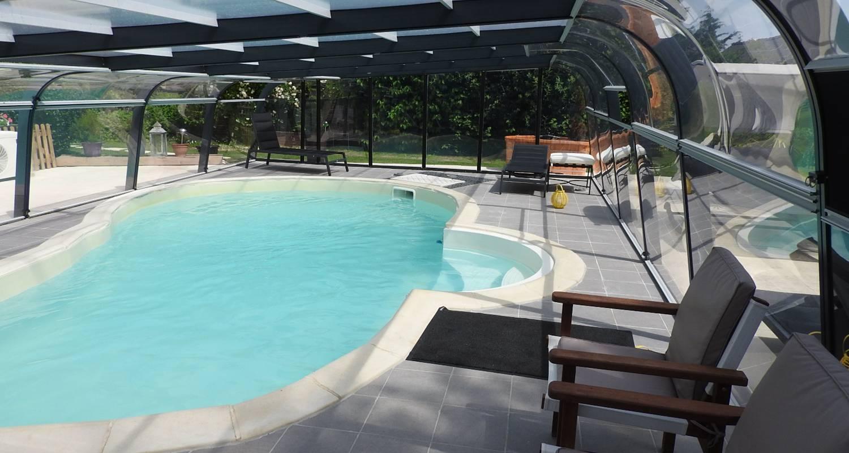 Gîte: gîte  avec piscine couverte et chauffée pour 6 personnes à rougé (121534)