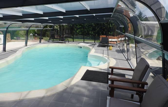 Gîte  avec piscine couverte et chauffée pour 6 personnes