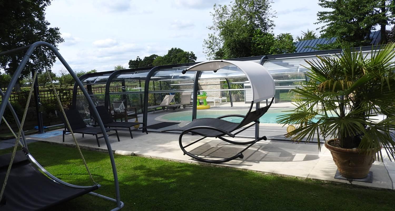 Gîte: gîte  avec piscine couverte et chauffée pour 6 personnes à rougé (130447)