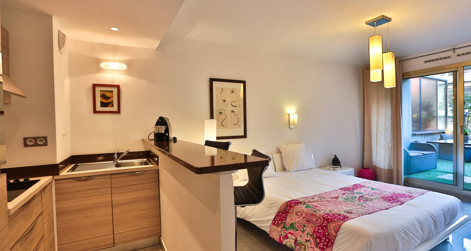 Hotel residence: studio with terrasse in antibes (121712)