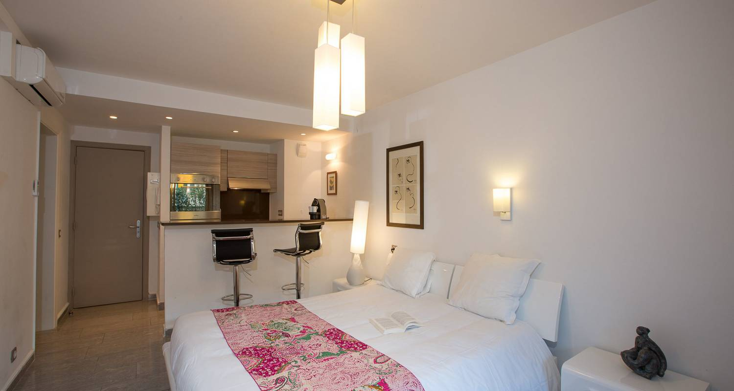 Hotel residence: studio with terrasse in antibes (121713)