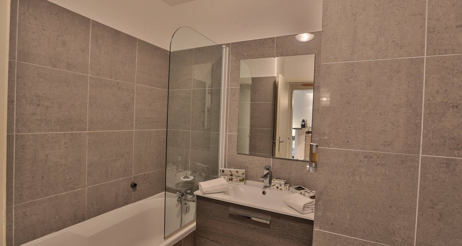 Hotel residence: studio with terrasse in antibes (121714)