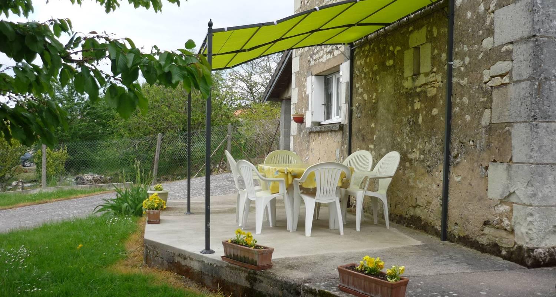 Gîte: maison du bourg à monthoiron (122244)