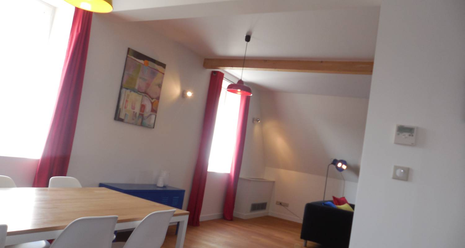 Furnished accommodation: charming apartment in the castle of bussy in saint-julien (122372)