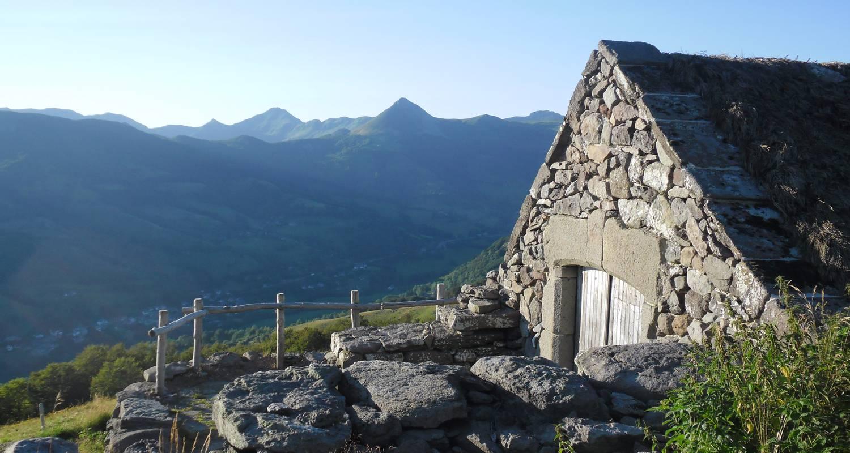 Amueblado: buron de la fumade vieille - cantal auvergne en saint-jacques-des-blats (122509)