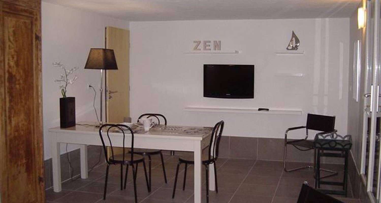 Furnished accommodation: aux premières loges studio spacieux pour 2 personnes in sévrier (122625)