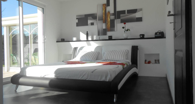 chambre chez un particulier parempuyre 29053. Black Bedroom Furniture Sets. Home Design Ideas