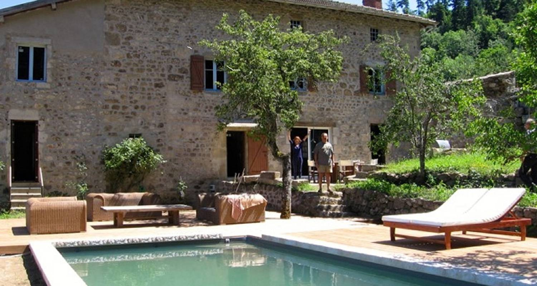 Habitación privada: maison en pierre du xviiè en bourg-argental (122917)