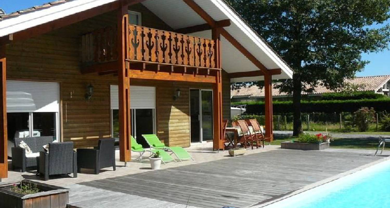 Grande maison type chalet en bois au bord du bassin d - Maison bassin d arcachon location nice ...