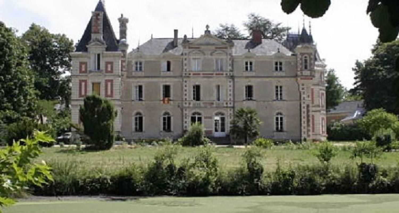 Gîte de groupe: château de grésillon à baugé-en-anjou (123443)