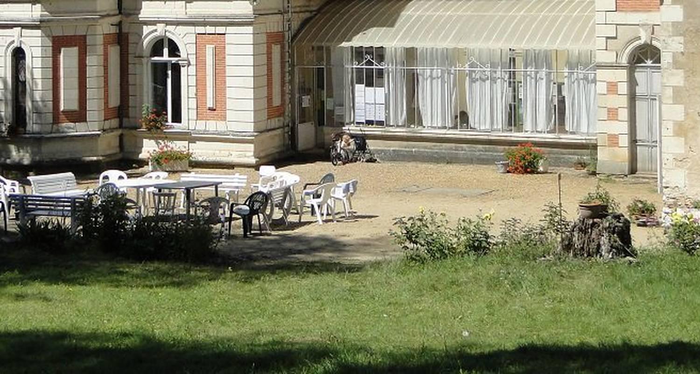 Gîte de groupe: château de grésillon à baugé-en-anjou (123461)