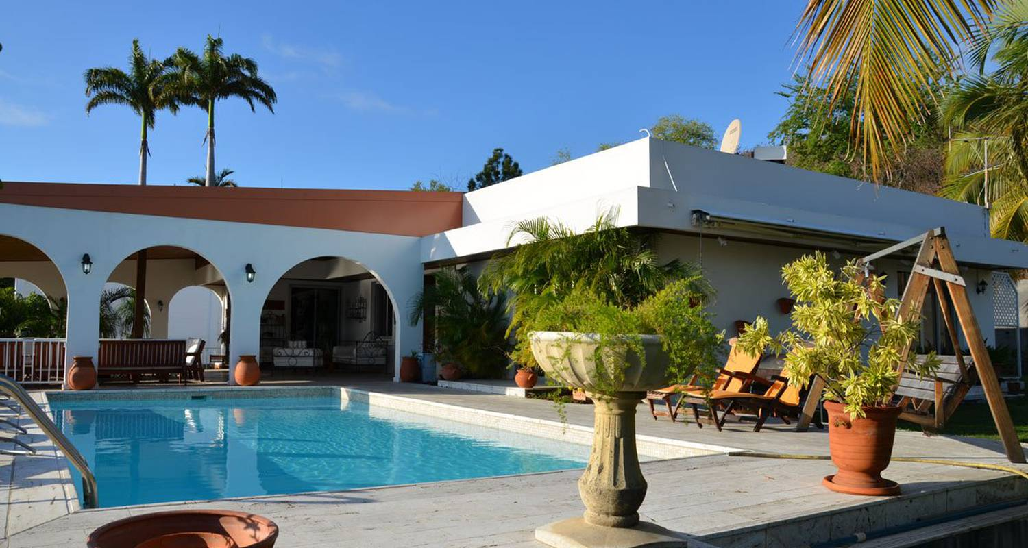 Furnished accommodation: villa champagne in saint-gilles-les bains (123493)