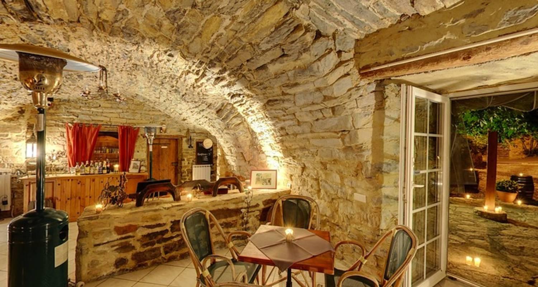 Activity: la table d'hôte du domaine  in saint-jean-d'alcapiès (123602)