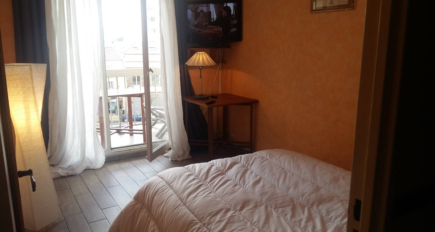 Room in private home: appartements & residence in aubervilliers (123726)