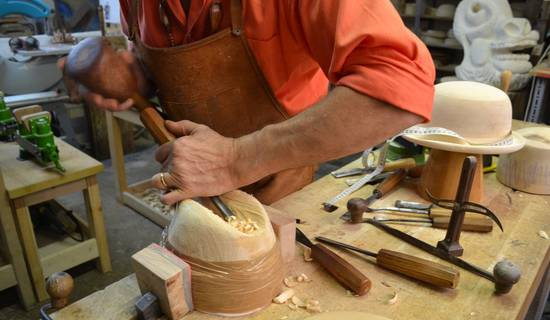 Sculpture courses on wood