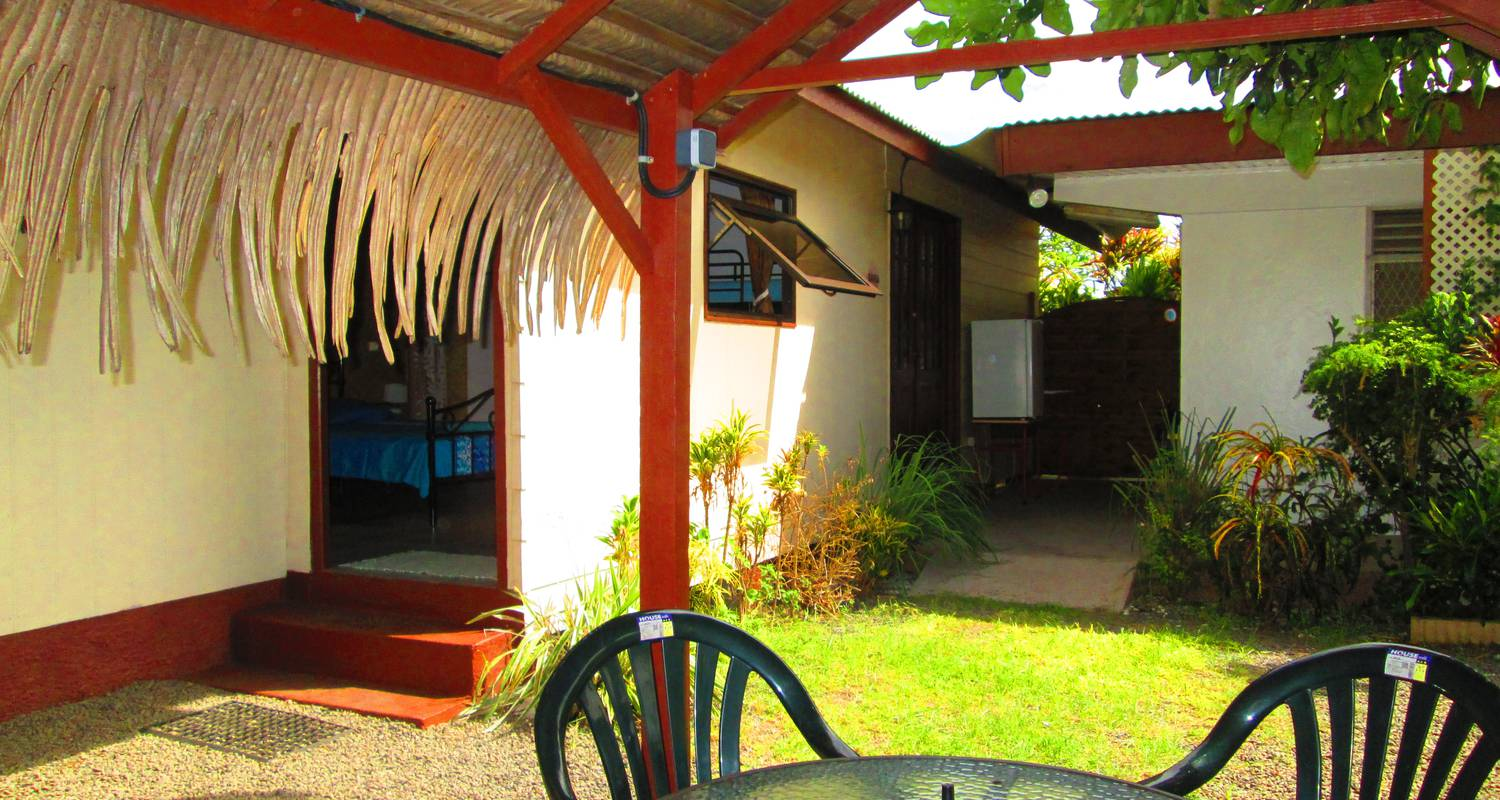 Bed & breakfast: inaiti lodge in arue (124434)