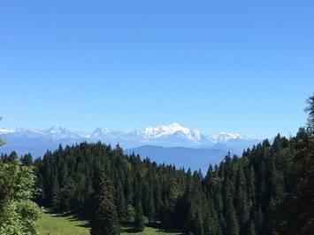 Ballade accompagnée le long de la frontière franco suisse : sur les traces des passeurs de frontière.