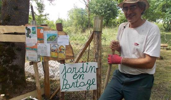 Chantier participatifs nature, participation aux travaux du potager bio en partage en permaculture. Randonnée et balade proche.  picture