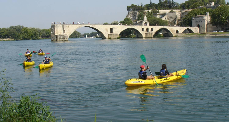 Activity: balade en canoe sous le pont d'avignon in avignon (125401)