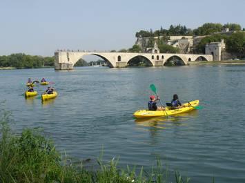 Balade en canoe sous le pont d'Avignon