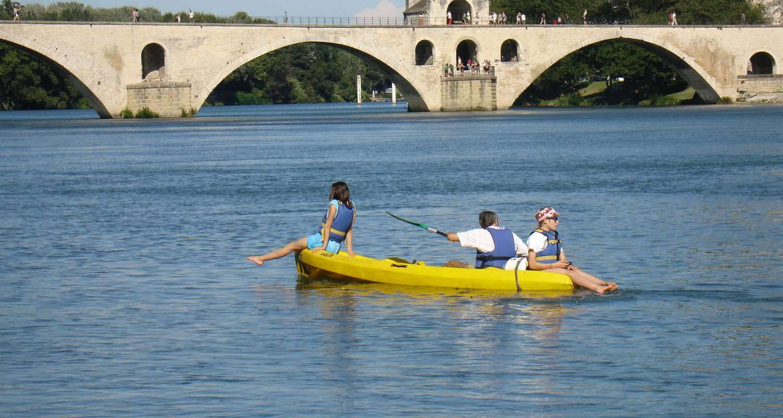 Activity: balade en canoe sous le pont d'avignon in avignon (125402)
