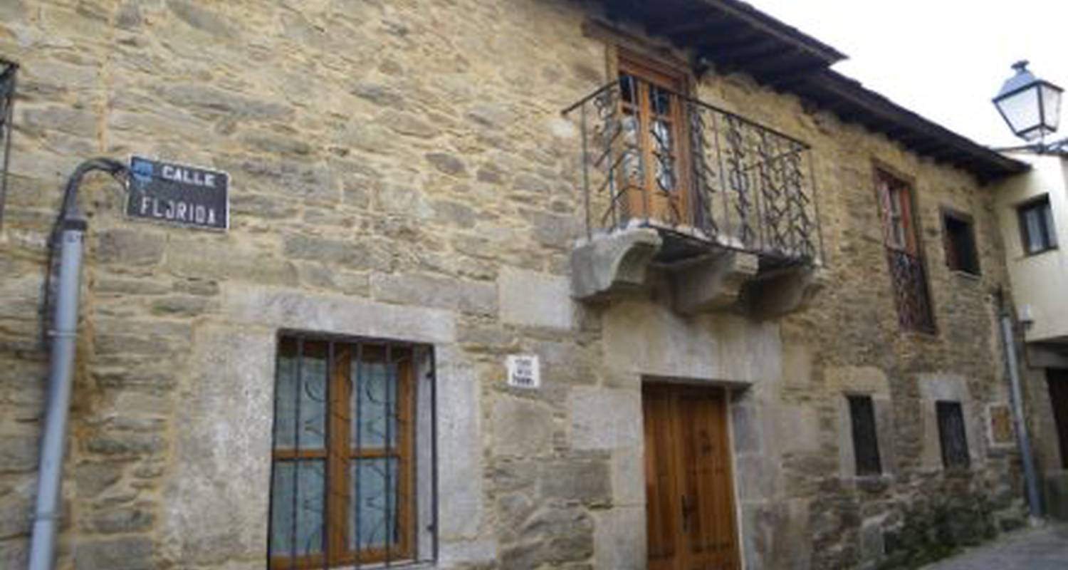 Other kind of rental accommodation: casa rural los cabritos de tomás in puebla de sanabria (125753)